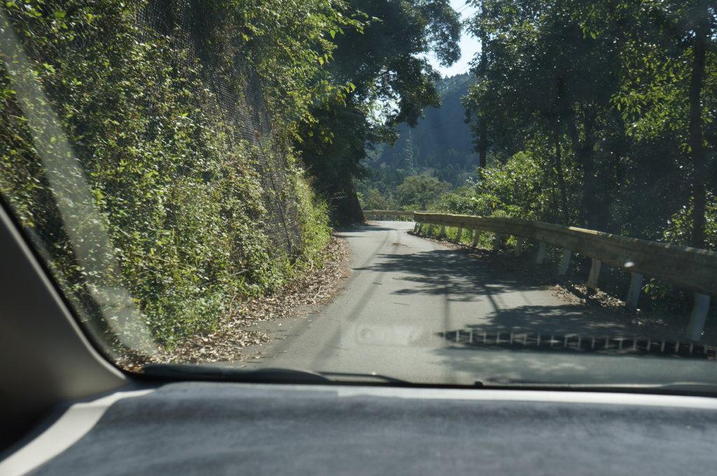 雄川の滝狭い道