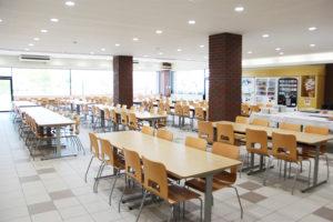 昌平高校のカフェテリア